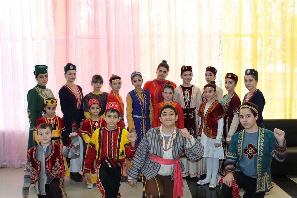 Картинки по запросу фото много армян